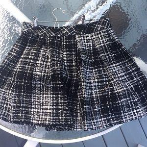 Beautiful black and white skirt!